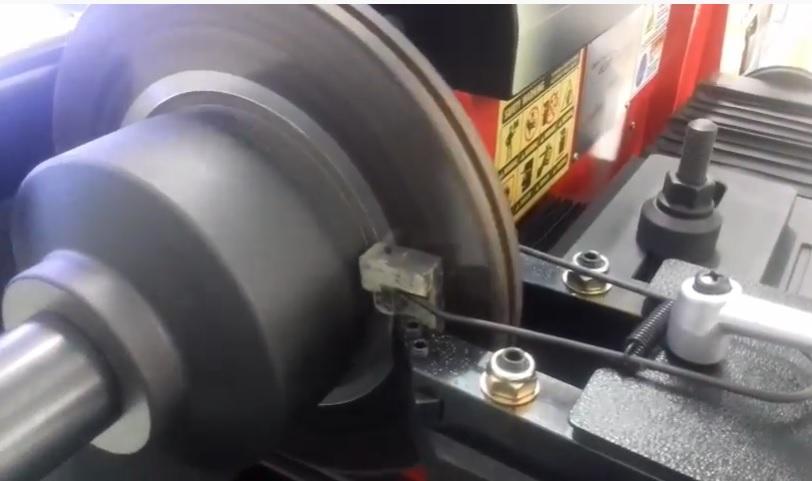 máy tiện láng đĩa DBL 5000
